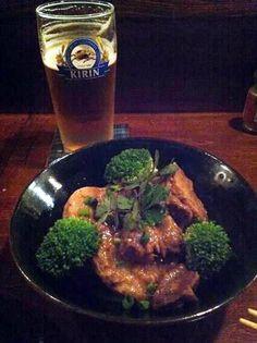 エスニック+オキナワな飲み屋「南来食堂(福岡市中央区警固)」で、里芋と鶏肉煮を最初の一杯のビールのお供に。この店の料理はどれもおいしいです。【I・Sさん】