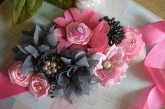 Fabric Flower Headbands, Fabric Flowers, Baby Shower Sash, Baby Shower Crafts, Maternity Sash, Pink Elephant, Salma Hayek, Diy For Girls, Baby Showers