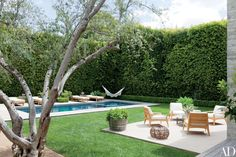 Designer Jenni Kayne applied the signature laid-back aesthetic of her popular fashion brand to a striking contemporary house in Beverly Hills Summit Furniture, Outdoor Furniture Sets, Outdoor Decor, Outdoor Patios, Outdoor Rooms, Patio Grande, Beverly Hills Houses, Water Walls, Los Angeles Homes