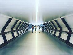 La luz al final del túnel   The light at the end of the tunnel  London UK #JanDrix #london #londontunnel #londonlife #londonarchitecture #london_only #londonstyle #londoner #londres #photo #foto #pic #picture #iphone6 #architecture #arquitectura #photography #fotografía #instagram #instapic #instashot #instatunnel #tunnel #canarywharf #tech by jan_drix