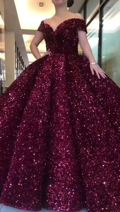 Pretty Quinceanera Dresses, Pretty Prom Dresses, Beautiful Dresses, Poofy Prom Dresses, Glamouröse Outfits, Bridal Outfits, Bridal Dresses, Red Ball Gowns, Ball Gown Dresses