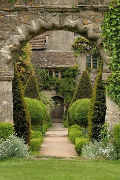 Abbey House Gardens, England. Maybe just what my current weed patch needs to be instead!