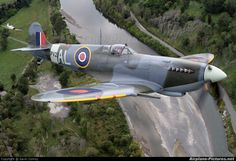 Private Supermarine Spitfire IX photo by Gavin Conroy Ww2 Spitfire, Spitfire Airplane, Supermarine Spitfire, Aircraft Photos, Ww2 Aircraft, Aircraft Carrier, Military Aircraft, Ww2 Fighter Planes, Fighter Aircraft
