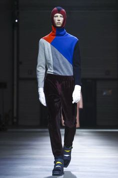 Closing the Paris men's fashion week on an intellectual note, Carol Lim and Umberto Leon, the designer-duo behind Kenzo, made a statement by raising awareness for environmental causes through e...
