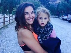 Miesha salva menina com braço quebrado em trilha nos EUA (Reprodução/ Facebook)