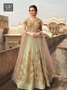 Looking to buy Anarkali online? ✓ Buy the latest designer Anarkali suits at Lashkaraa, with a variety of long Anarkali suits, party wear & Anarkali dresses! Robe Anarkali, Costumes Anarkali, Bridal Anarkali Suits, Wedding Salwar Kameez, Salwar Suits, Punjabi Suits, Lehenga Choli, Cotton Anarkali, Anarkali Churidar