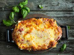 Prøv en ny vri på lasagnen; lag en smaksrik og sunn vegetarrett fylt med deilige grønnsaker.