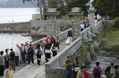 Invitados dos Premios Xerais 2005 paseando pola Illa de San Simón