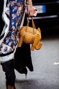 Milan Fashion Week Street Style Spring 2019 Street Style 2018, Milan Fashion Week Street Style, Spring Street Style, Milan Fashion Weeks, Cool Street Fashion, Fashion 2018, Anti Fashion, Star Fashion, Back To School Bags