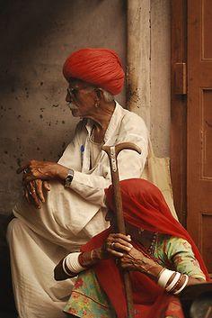 quietbystander:  IND - couple rajpoute à la canne by Persodan on Flickr. Jodhpur (हिन्दी) - Rājasthān (राजस्थान)