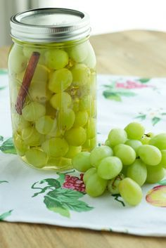 Not bad but probably won't make again. Maybe it's an acquired taste? SB Pickled grapes that have been pickled in sugar, white wine vinegar, cinnamon stick, and salt. The sugar balances out the tanginess from the vinegar for a delicious flavored grape. Pickled Fruit, Spicy Pickled Eggs, Pickled Grapes Recipe, Pickled Cactus, Pickled Garlic, Canning Pickles, Homemade Pickles, Recipe For Salt Pickles, Fruit Recipes