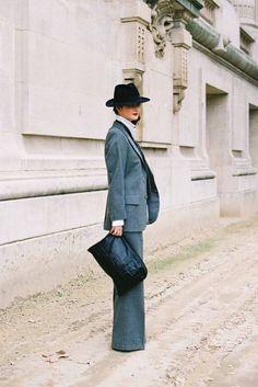 Pantalones y la cartera son perfectos.