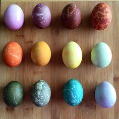 How to Make Natural Easter Egg Dyes - Homemade Egg Dyes Easter activities You Can Make These Natural Easter Egg Dyes With Everyday Ingredients Making Easter Eggs, Easter Egg Dye, Coloring Easter Eggs, Egg Coloring, Easter Activities For Kids, Food Dye, Easter Recipes, Easter Ideas, Egg Art