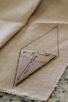 Kein Sew Penant Banner - Fabric Crafts No Sew Burlap Bunting, Burlap Garland, Burlap Flag, Fabric Bunting, Bunting Garland, Buntings, Diy Bunting Banner No Sew, Burlap Banners, Bunting Tutorial