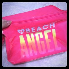 New victoria secret beach lunch box? Ice box? New victoria secret lunch box? Ice box? Perfect to take to the beach! Or even pack your lunch lol Victoria's Secret Other