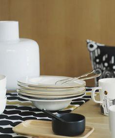 Oiva 10 vuotta   Marimekon astiamalliston sydän ja moderni klassikko - Marimekko.com Marimekko, Modern Fabric, Home Collections, Plates, Tableware, 10 Years, Explore, Licence Plates, Dishes
