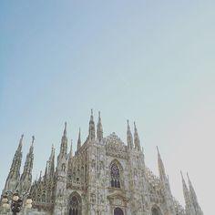 Duomo di Milano #milano #sky #landscape #duomo #architecture #gothic #white #buonpomeriggio #volgomilano #igersmilano #italian_trips #landscape #panorama #paesaggio
