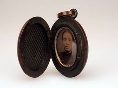 Victorian Mourning Vulcanite Locket Oval Locket with Photo