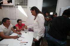 Graciela Saldaña, candidata del PRD a la presidencia municipal de Benito Juárez acudió a votar #Elecciones2013