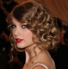 taylor-swift-retro-updo - My New Hair Retro Updo Hairstyles, Wedding Hairstyles, Medium Hair Styles, Curly Hair Styles, Celebrity Wedding Hair, Flapper Hair, Estilo Taylor Swift, 100 Human Hair Wigs, Great Hair