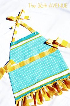 Napkin's  & placemats into Aprons sooo cute!