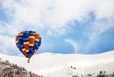 Eine Ballonfahrt ist ein besonderes Abenteuer. Sie helfen den Ballon startklar zu machen und die Hülle füllt sich mit heißer Luft. Die Stille und das Panorama sind überwältigend.  Kreative Ideen zur Freizeitgestaltung, originelle Geschenkideen (Erlebnisgeschenke, Zeitgeschenke) und ganz viel Inspiration findest du auf Jollydays. Abenteuer warten auf dich!  Geburtstag, Weihnachten, Tipps, Ideen, Hochzeit, Valentinstag, Muttertag, Vatertag, Abschied, Einzug, Reise, Kaufen Inspiration, Father's Day, Creative Ideas, Adventure, Viajes, Christmas, Lift Off, Wedding, Biblical Inspiration