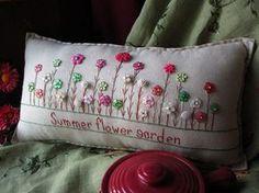 Flor de verano jardín almohada estilo casa de por PillowCottage