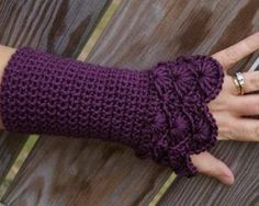 Free Crochet Patterns For Fingerless Gloves - Knitting Bordado Fingerless Gloves Crochet Pattern, Crochet Mittens, Knitted Gloves, Hand Crochet, Crochet Baby, Free Crochet, Fingerless Mittens, Crochet Arm Warmers, Tsumtsum