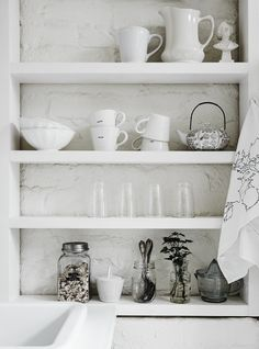 'The White Room' - a studio with beautiful one-off vintage pieces