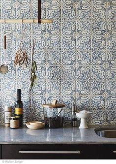 Love the tile for a backsplash. Intricate and delicate pattern on tiles for kitchen backsplash - carreaux ciment carrelage cuisine / Küchen Design, Tile Design, Design Ideas, Cement Design, Design Shop, Floor Design, New Kitchen, Kitchen Dining, Kitchen Decor