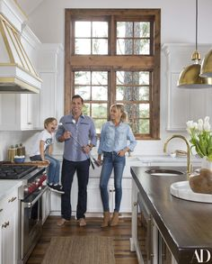 Home sweet home: Giuliana and Bill Rancic gave Architectural Digest the grand tour of their newly renovated Idaho vacation home. The couple, who bought the home back in recruited interior designer Lonni Paul to create the 'ultimate urban lodge' Architectural Digest, Celebrity Kitchens, Celebrity Houses, Mos Def, Versailles, Idaho, Rustic Lake Houses, Farmhouse Style Kitchen, Family Kitchen
