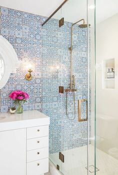 Beautiful Small Bathroom Shower Remodel Ideas - Page 56 of 76 Bad Inspiration, Bathroom Inspiration, Bathroom Ideas, Bathroom Inspo, Design Bathroom, Bath Design, Bathroom Organization, Bathroom Wall, Ideas Baños