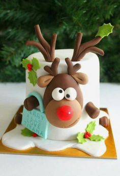 42 simple and easy Christmas cake ideas for this holiday - - Suppen - Kuchen Christmas Cake Designs, Christmas Cake Decorations, Christmas Cupcakes, Christmas Sweets, Holiday Cakes, Christmas Cooking, Reindeer Christmas, Xmas Cakes, Christmas Recipes