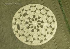 Círculo de colheita aparecem todos os anos ao redor do mundo. Existem muitas…