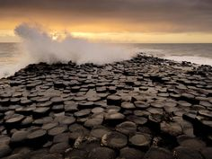The Giant's Causeway, Homeland of Amazing Hexagonal Rock Columns - I have to see this for myself.