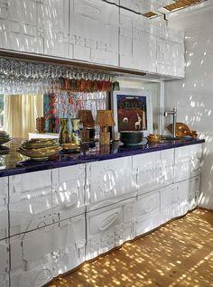 〚 Bright and authentic artist's villa on the Costa Brava in Spain 〛 ◾ Photos ◾ Ideas ◾ Design #white #kitchen #interiordesign #homedecor #interior #decor #ideas #inspiration #tips #coyz #Living #style #space Wooden Flooring, White Walls, Unique Art, Liquor Cabinet, Kitchen Design, Villa, Art Object, Interior Design, The Originals