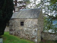 Mort House Old Boleskine Churchyard by C Page, via Geograph