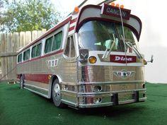 """#SabíasQue A finales de 1968, se adquirieron los autobuses """"DINA olímpico"""" de 41 plazas, cuyo nombre alude a los Juegos Olímpicos realizados en México en ese año. ¿Qué les parece esta increíble maqueta a escala 1:16? Imagen: Alberto Morales. www.ado.com.mx"""