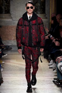 See the complete Les Hommes Fall 2017 Menswear collection.
