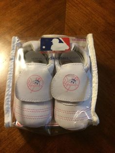f341db2f9  ad Skidders Baby Infant NY Yankees Crib Shoes in Pink (new in packaging
