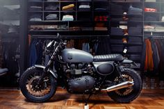 The essential online resource for cafe racer enthusiasts. Learn how to build a cafe racer, what parts the pros use & what riding gear will suit your ride. Triumph Bonneville T100, Triumph Scrambler, Triumph Cafe Racer, Triumph Motorcycles, Cafe Racers, Blitz Motorcycles, Cool Motorcycles, Moto Bike, Motorcycle Art