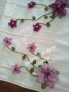Ribbon Work, Fabric Flowers, Table Runners, Diy And Crafts, Stitch, Tejidos, Needlepoint, Manualidades, Full Stop