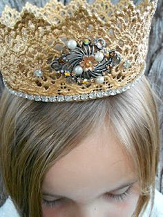 oh, if only i had an event to attend requiring a crown!   (make w lace & stiffener)