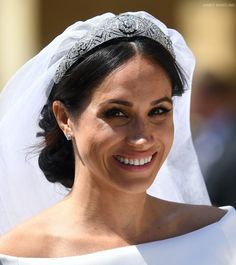 Meghan Markle chose an elegant, classic dress for her wedding to Prince Harry in May The bateau-neck dress was designed by Clare Waight Keller for Givenchy. Meghan Markle Outfits, Meghan Markle Style, Meghan Markle Wedding Dress, Princess Meghan, Prince Harry And Megan, Princess Eugenie, Princesa Diana, Royal Weddings, Best Wedding Dresses