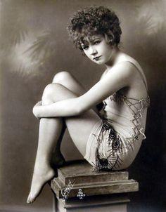 Mae Busch, 1920's Hollywood Pinup