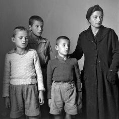 Βούλα Παπαϊωάννου, περ. 1945, Αθήνα, οικογένεια ορφανή από πατέρα.