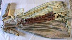 """c. 1780-1790 robe de dessus à l'anglaise, made of """"soie, changeant, taffetas, cousu à la main ; soie, taffetas, rayé ; soie, taffetas ; soie, satin ; lin, toile, cousu à la main ; soie, ruban, taffetas ; soie, taffetas, rubanerie ; métal"""". Museon Arlaten, France"""