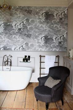 Billedresultat for fornasetti wallpaper Fornasetti Wallpaper, Upstairs Bathrooms, Dream Bathrooms, Beautiful Bathrooms, Home Upgrades, Bad Inspiration, Bathroom Inspiration, Cole And Son Wallpaper, Houses