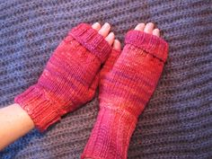 I forfjor (høsten 2009) strikket jeg noen helt enkle pulsvanter til meg selv. Jeg hadde strikket en lue og fikk garn til overs - og det v...