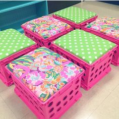 These Lily Pulitzer-inspired crate seats are amazing!! Great for classroom decor ❤️❤️